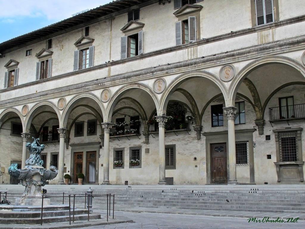 Воспитательный дом во Флоренции.jpg