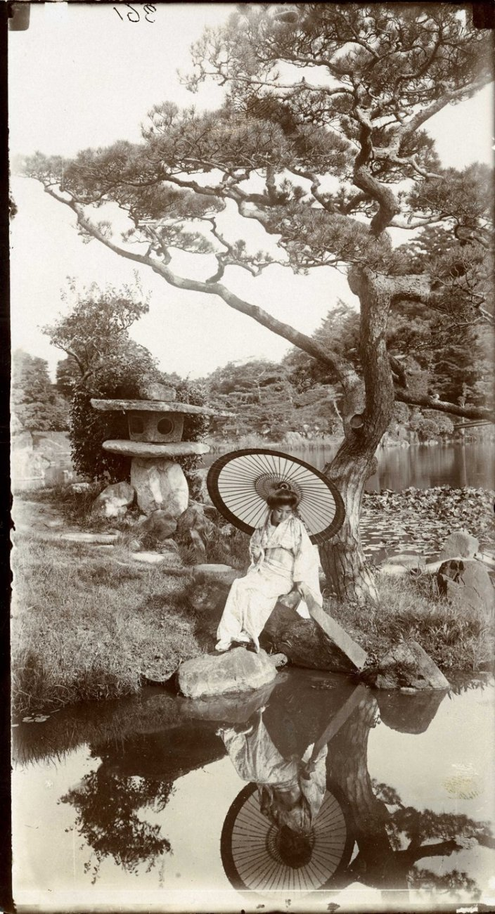 В японском саду, 1907.jpg