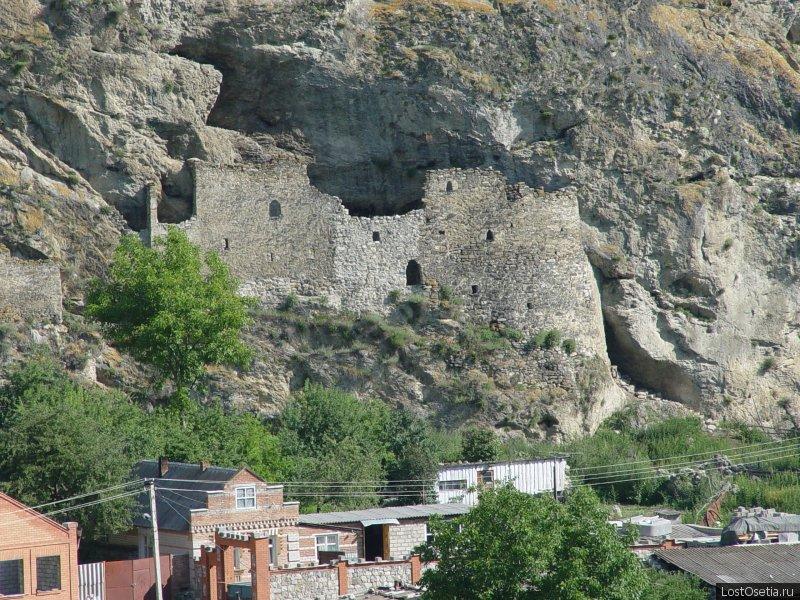 Дзивгиская крепость  осетия.jpg
