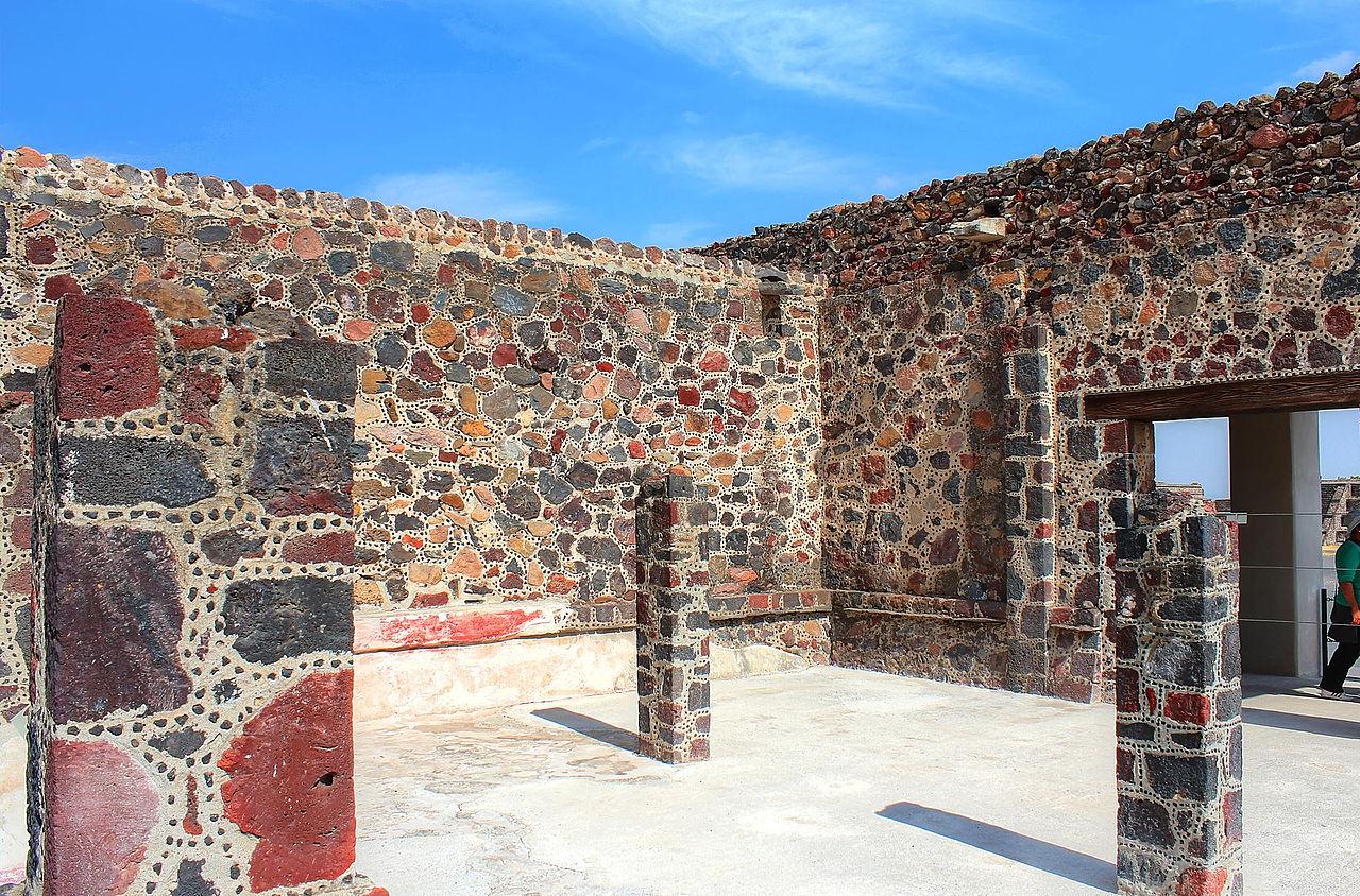 Комната_без_крыши_внутри_ацтекского_дворца.jpg