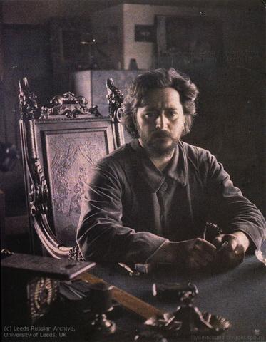 Леонид Андреев, за столом, 1910.jpg