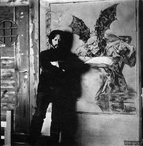 Л. Андреев на фоне своей картины.jpg