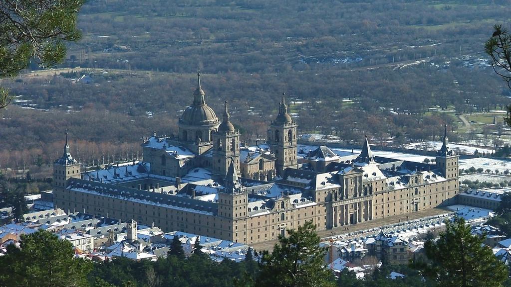 Монастырь-Эль-Эскориал-1024x577.jpg