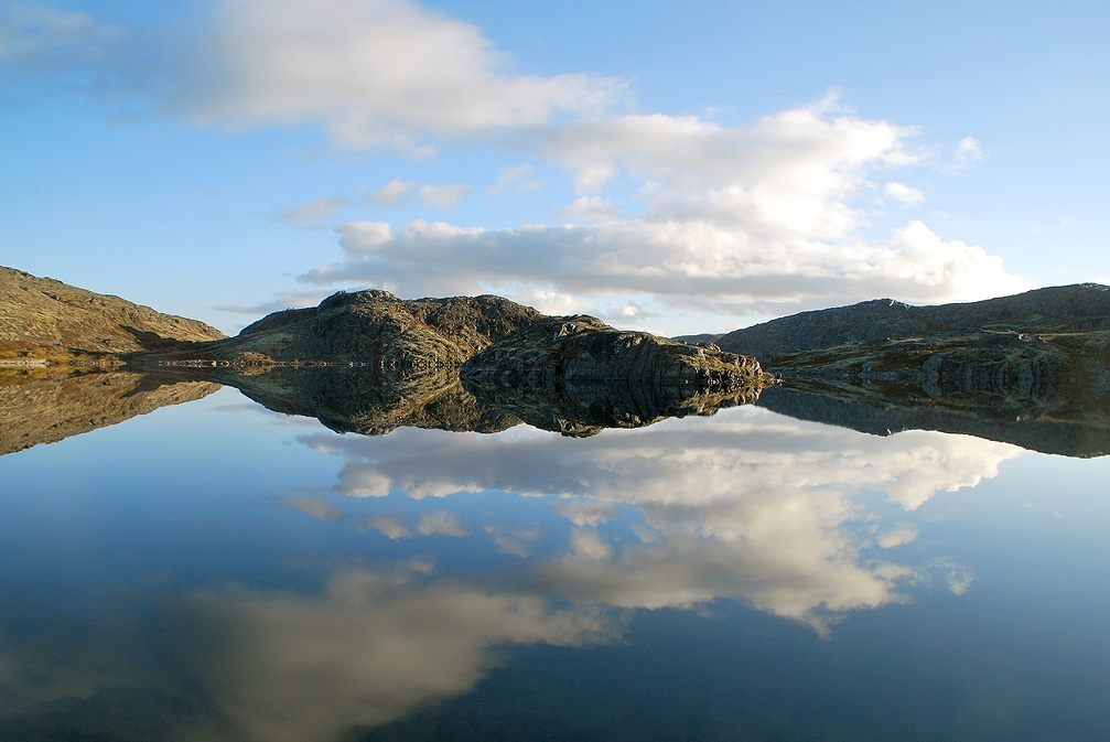 Полный штиль на горном озере.jpg