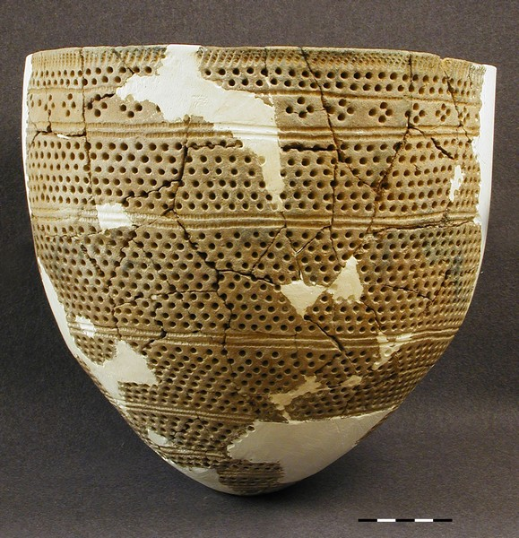 Сосуд ямочно-гребенчатой керамики (неолит).jpg
