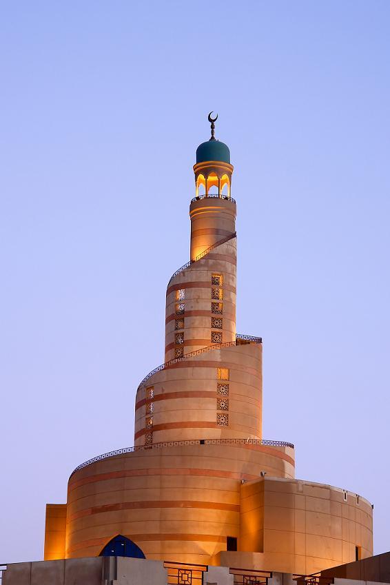 Спиральный_минарет_в_исламском_центре,_Доха.jpg