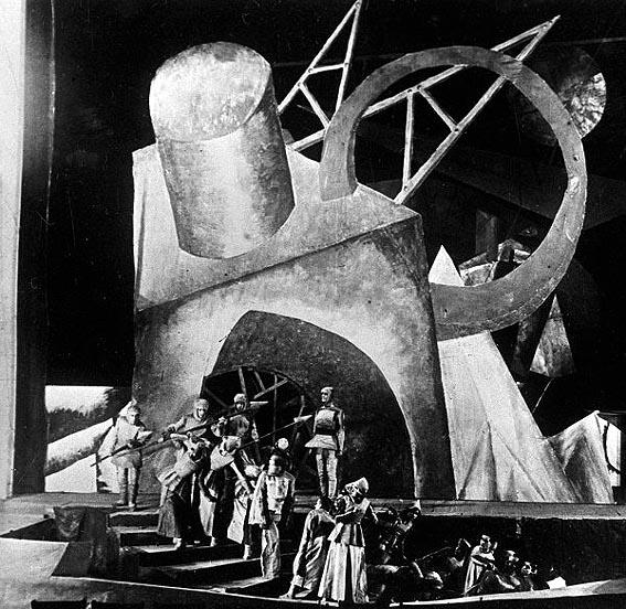 Сцена из спектакля Всеволода Мейерхольда по драме Эмиля Верхарна «Зори».jpg