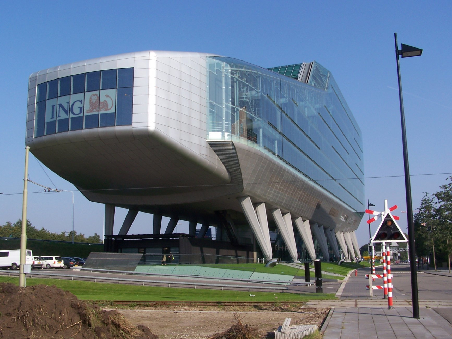 Штаб-квартира-фирмы-ING.-Амстердам-Нидерланды.jpg