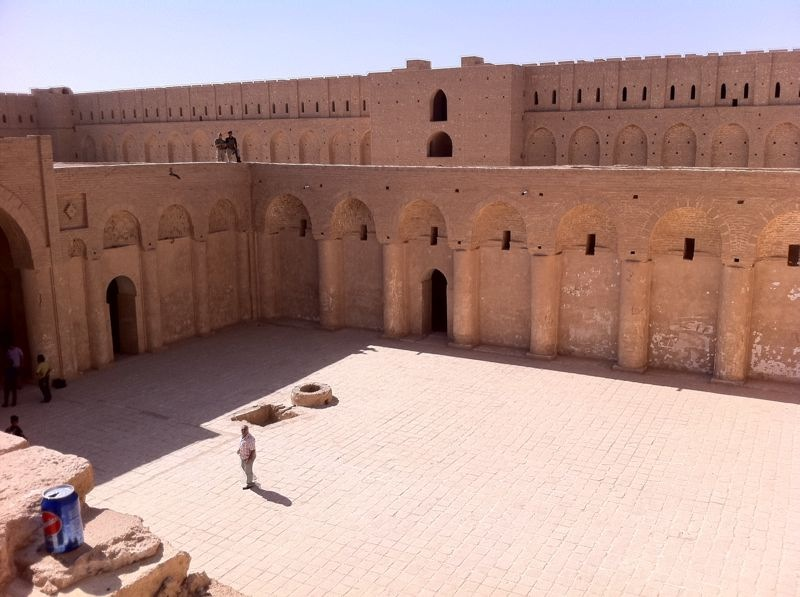 аббасидAl-Ukhaidir_Fortress-Iraq-حصن_الأخيضر.jpg