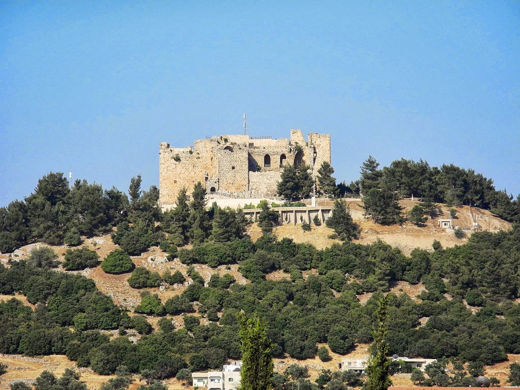 аджлун 12 век 02_Ajloun_Castle_Circuit_-_Close_Up_Taken_From_Ajloun_City_Center_-_panoramio.jpg