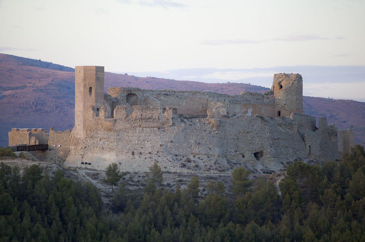 андалус 1280px-Castillo_de_Ayyub,_Calatayud,_España,_2012-08-31,_DD_01.jpg