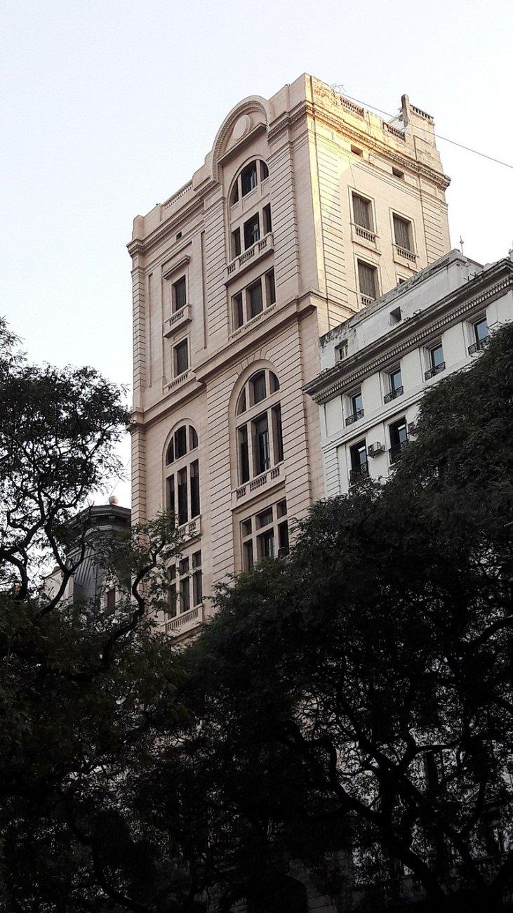 арг800px-Edificio_AGN_desde_Avenida_Alem.jpg