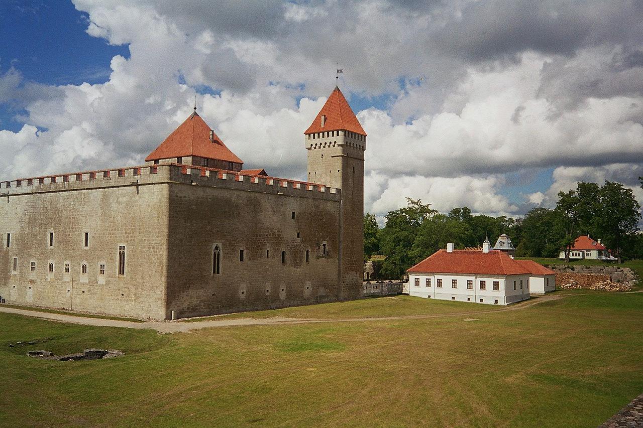 аренсбург 14 в.1280px-Castlekuressaare.JPG