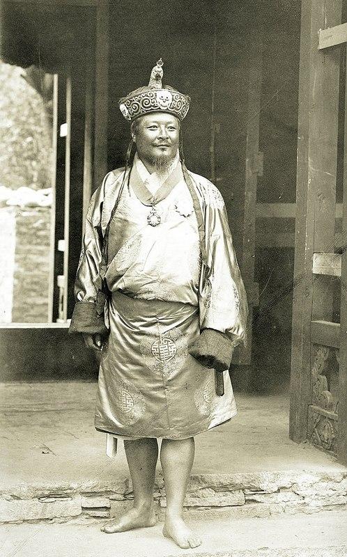 бутан 800px-Ugyen_Wangchuck,_1905.jpg
