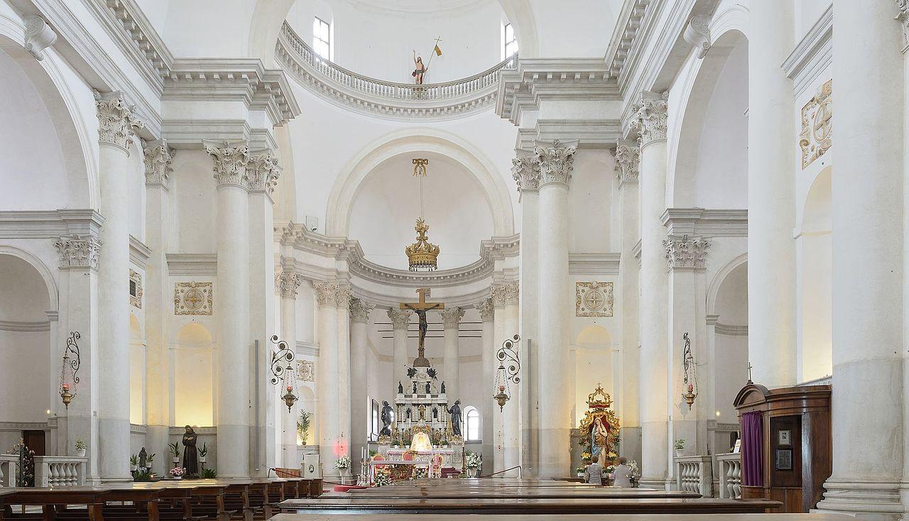 венецChiesa_del_Redentore_interno_con_altare_isola_Giudecca_Venezia.jpg