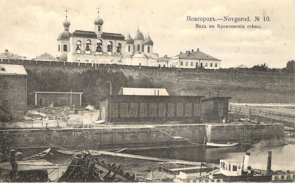 вид на кремлевские стены.jpg