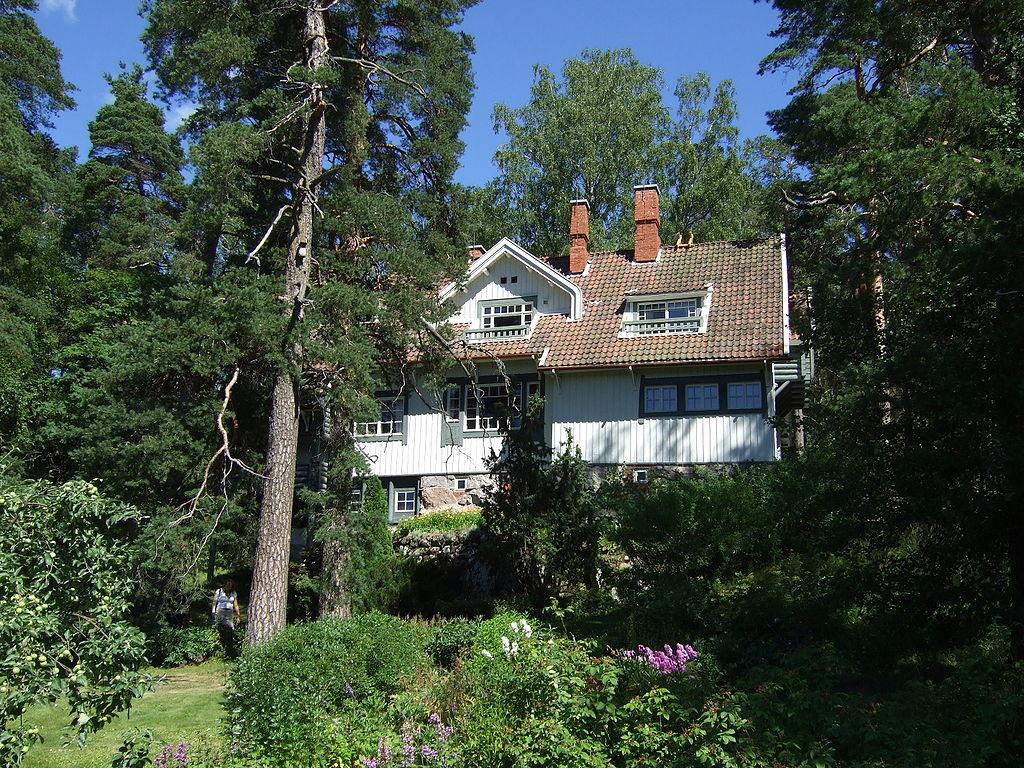 дом сибелиуса 1024px-Ainola.jpg