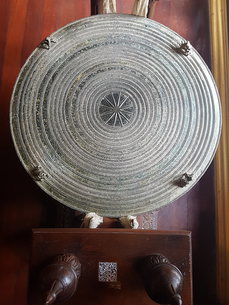 донгшон800px-Wat_Phra_Kaeo,_Chiang_Rai_-_2017-06-27_(046).jpg