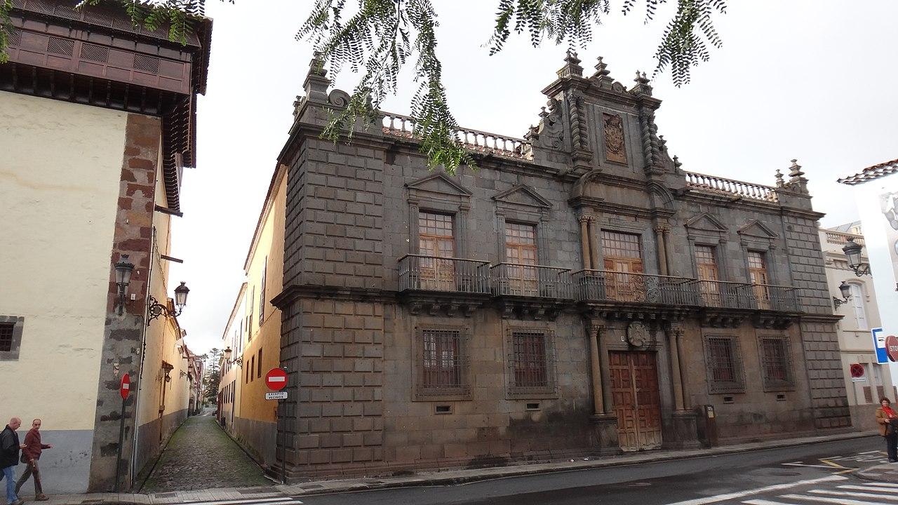 исп 1280px-San_Cristóbal_de_La_Laguna,_Santa_Cruz_de_Tenerife,_Spain_-_panoramio_(55).jpg
