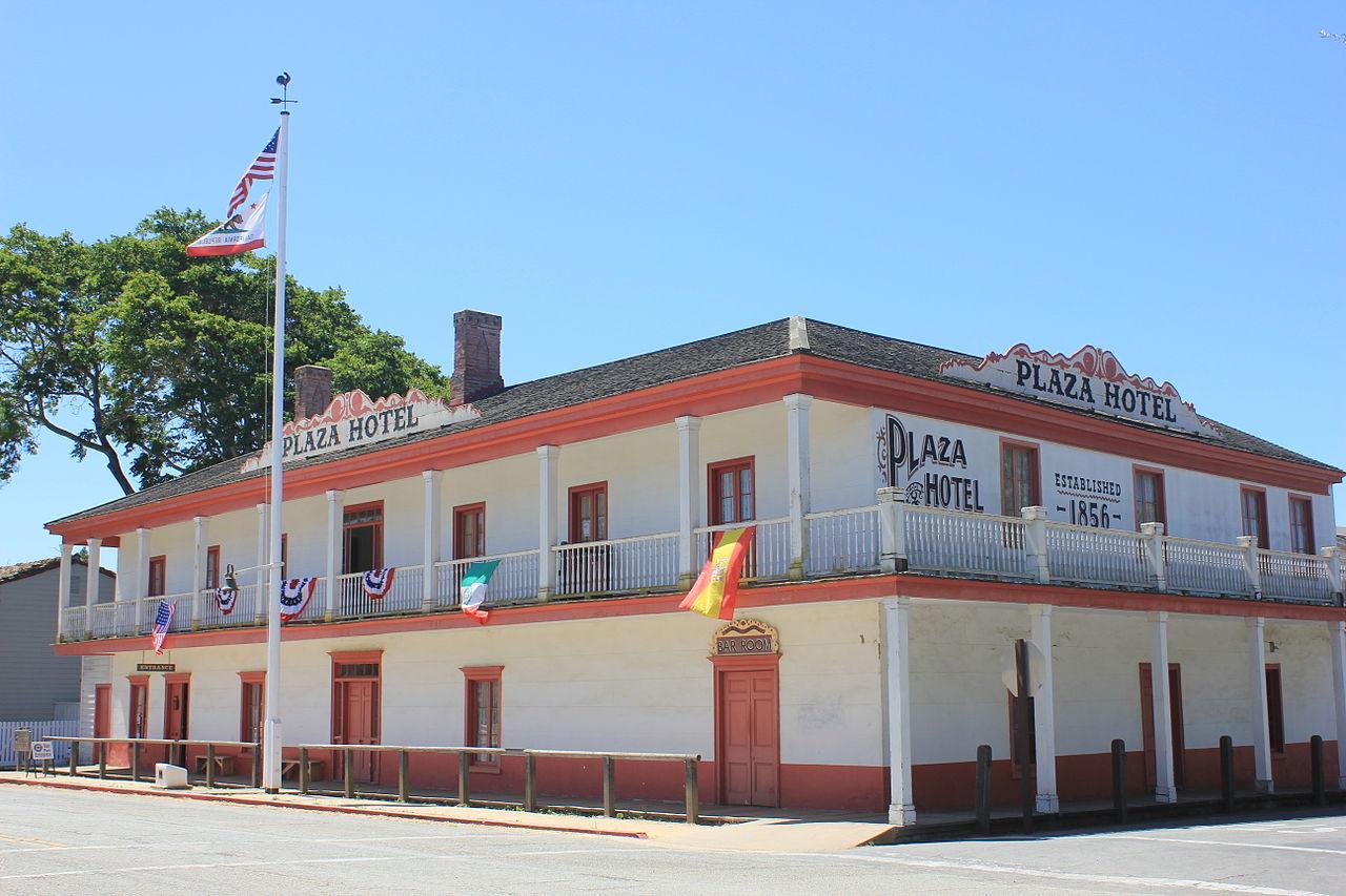 кал1280px-Plaza_Hotel_in_San_Juan_Bautista,_California.jpg