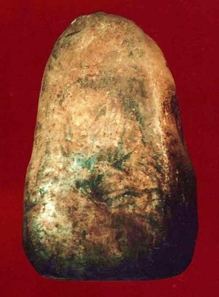 камень с отпечатком фигуры Бодхидхармы.jpg