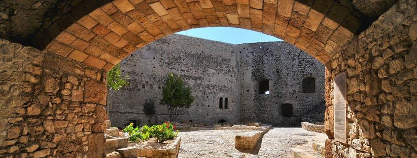 клермонChlemoutsi-Castle-3-Elis-Peloponnese-Greece.jpg