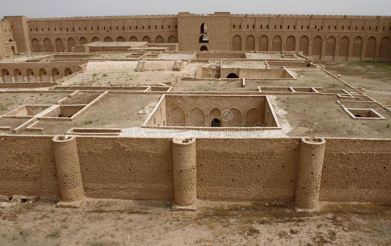 крепость-ukhaidar-al-ирак-77600463.jpg