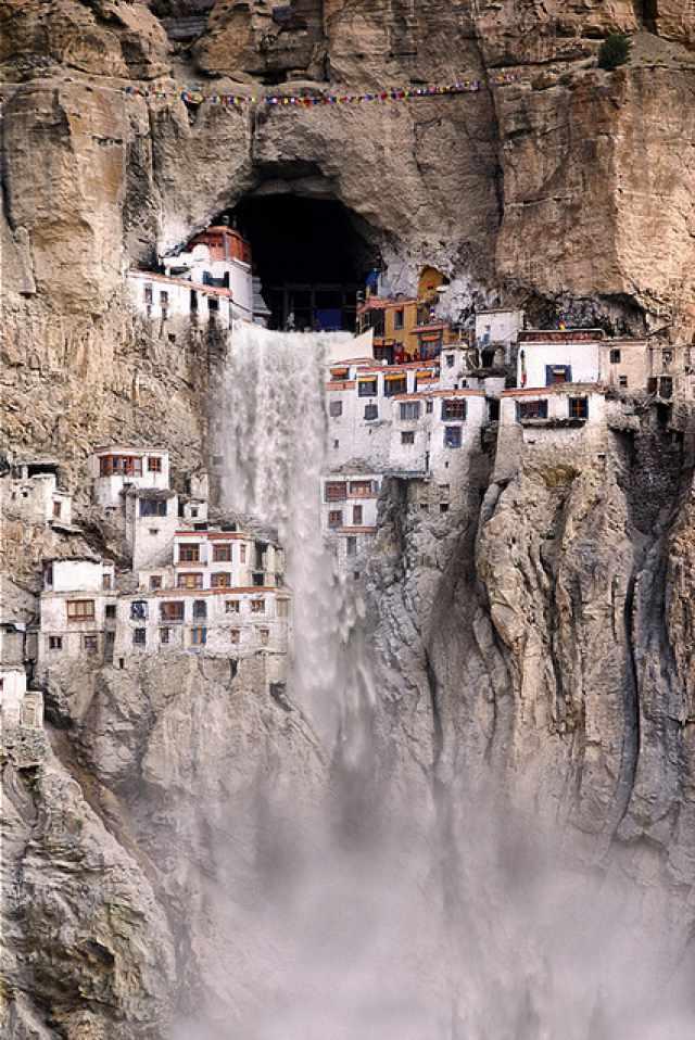 ладакх phugtal_monastery_india_2.jpg