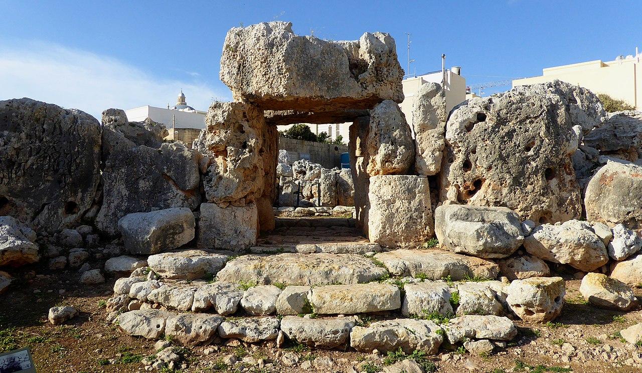 мальтв1280px-Entrance_to_the_southern_Ta'_Ħaġrat_Temple.jpg