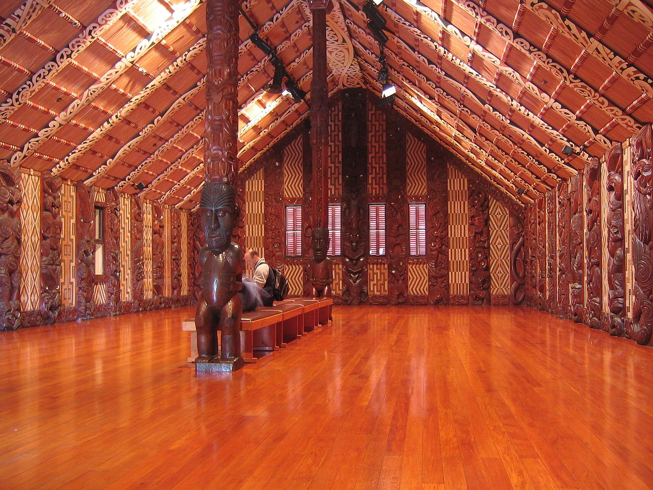 маори 1280px-Waitangi-Meeting-House-interior.jpg