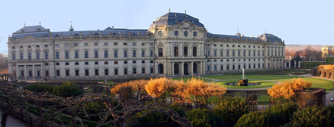 нейман-Residenz_Wuerzburg_Hofgarten.jpg