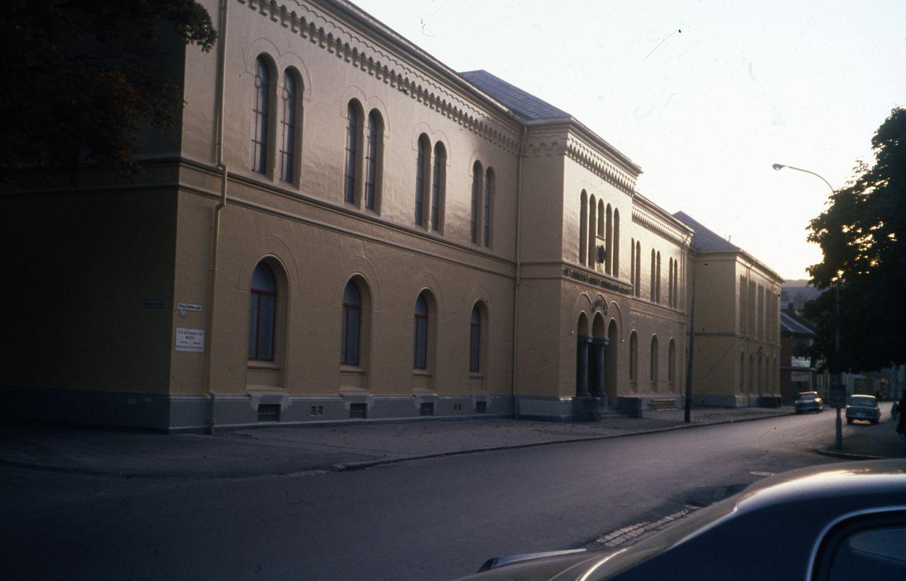 норвVitenskapsmuseet_i_Erling_Skakkes_gate_47b_(ca._1970_-_1990)_(16083334138).jpg