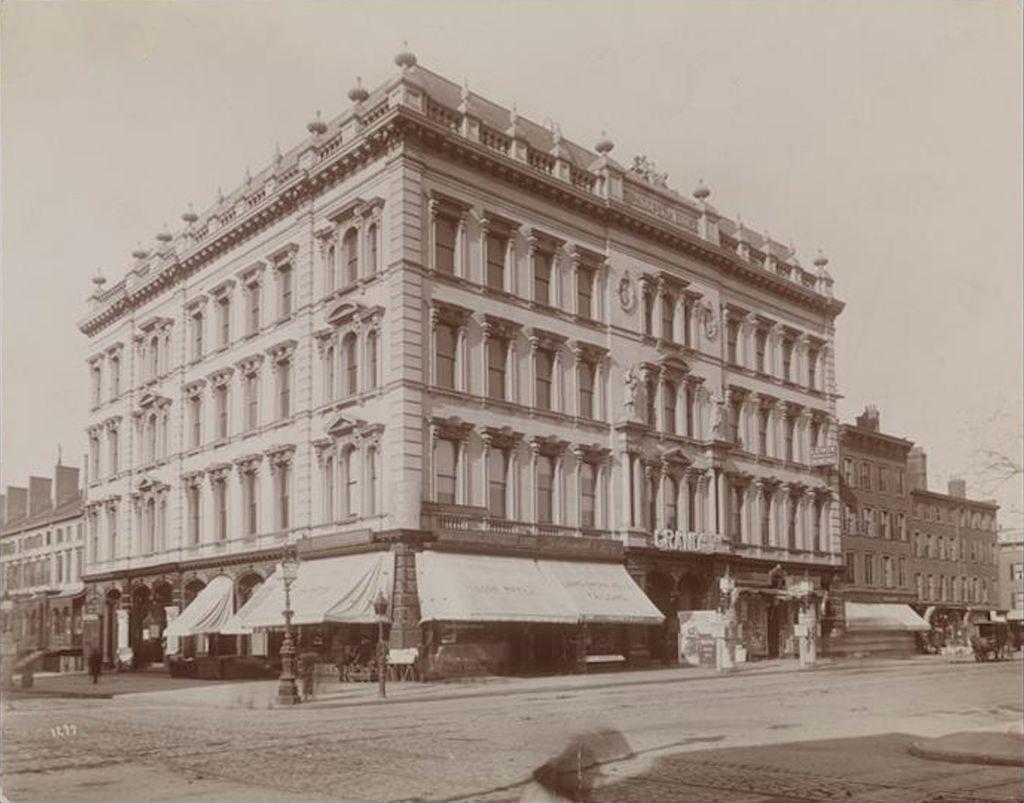 ньюGrand_Opera_House,_8th_Avenue_and_23rd_Street.jpg