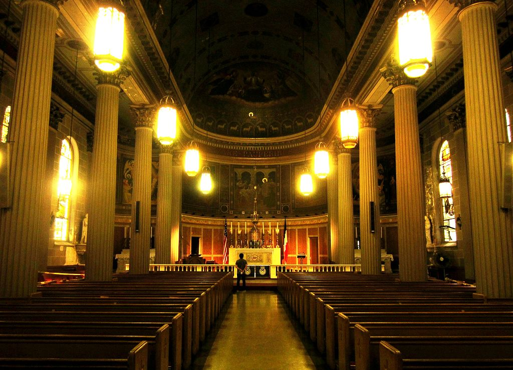 ньюInnenansicht_der_Kirche_Saint_Vincent_de_Paul_in_Chelsea._-_panoramio.jpg