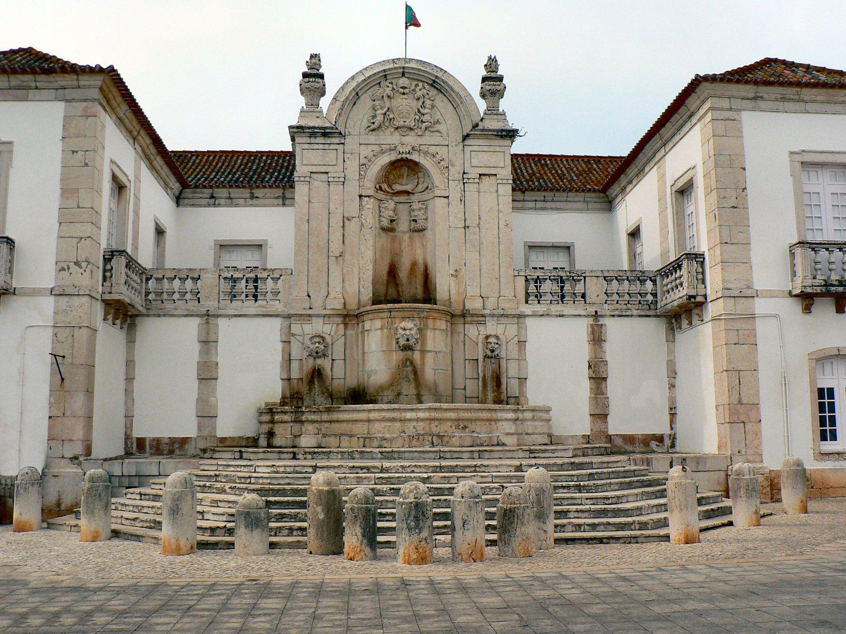 палаццо де митраSanto_Antão_do_Tojal_-_Chafariz_monumental.JPG