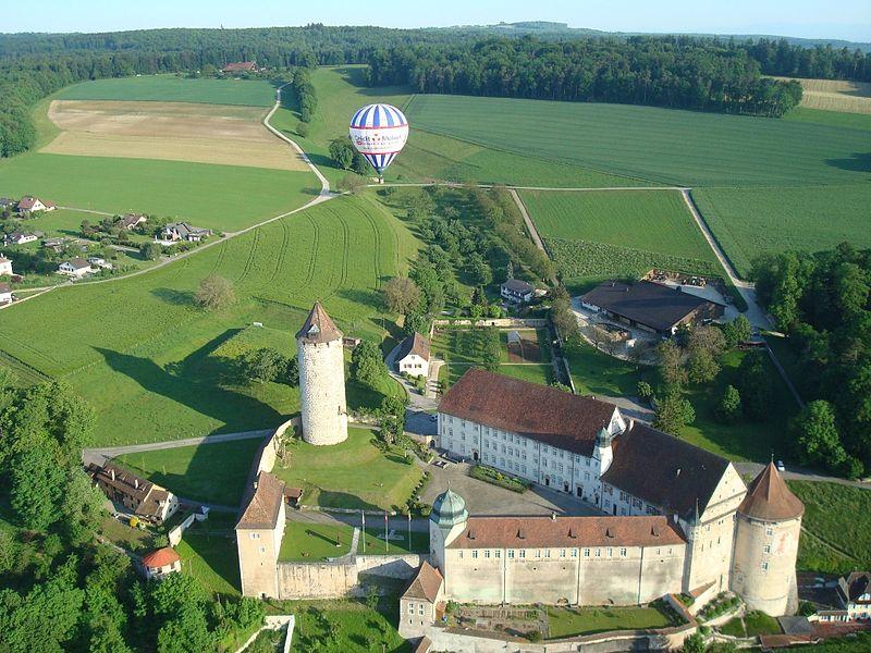 поррантрюи800px-230-Porrentruy-château.JPG