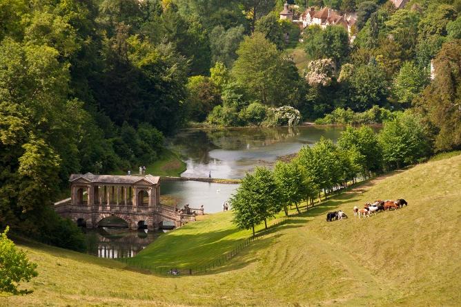 приор Anglijskij-pejzazhnyj-park-Prior-garden.jpg