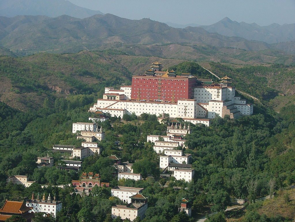 путо1024px-Chengde_view_from_mountain_top.jpg