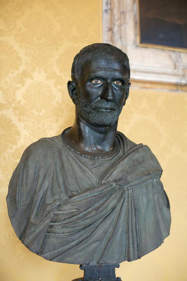 рим 1 доCapitoline_Brutus_Musei_Capitolini_MC1183_01.jpg