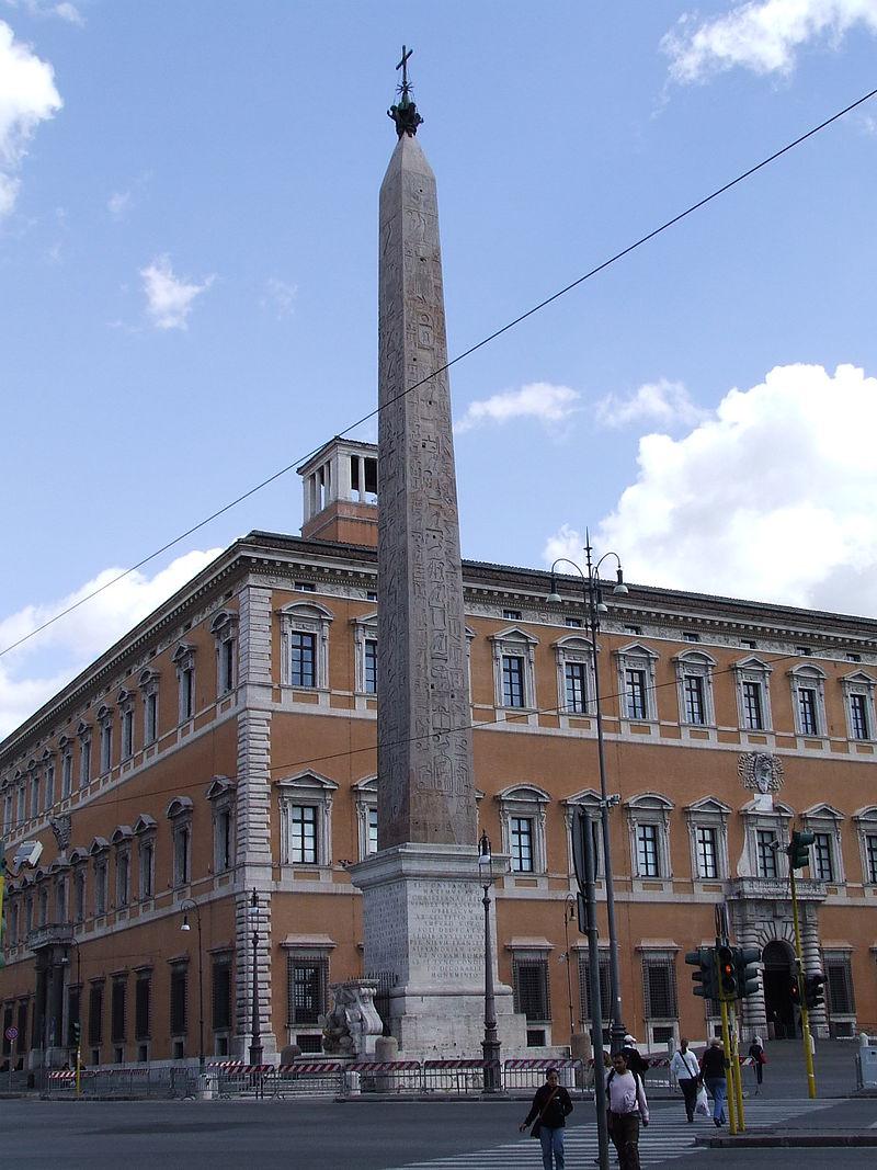 рим 800px-Palace_of_St._John_Lateran_and_Obelisk_of_Thuthmose_IV.jpg