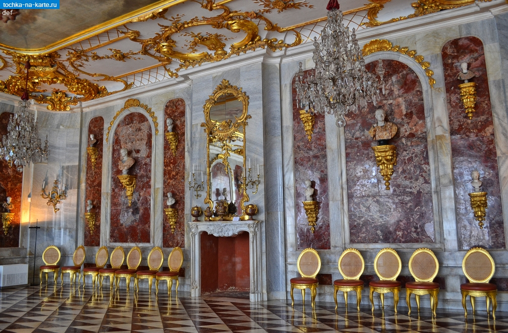 сан суси1137-Zal-otdelannyj-jashmoj-vo-dvorce-Noje-Kammern-v-Potsdame.jpg