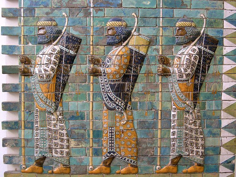 сузы 800px-Persian_warriors_from_Berlin_Museum.jpg
