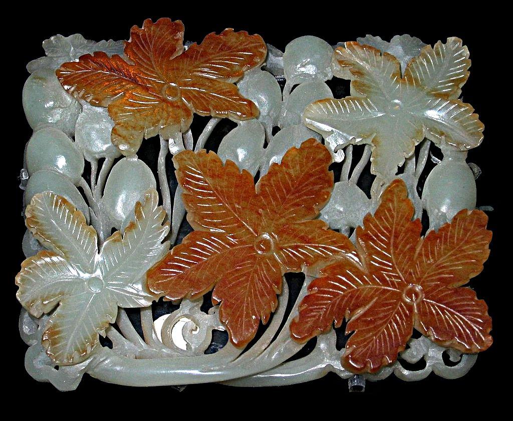 цзиньpx-Jade_ornament_grapes_jin_dynasty_shanghai_museum_2004_07_22.jpg