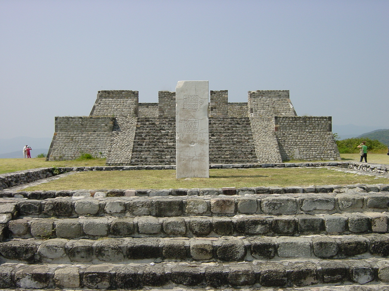 шочикалько Mexico_xochicalco_pyramids.JPG