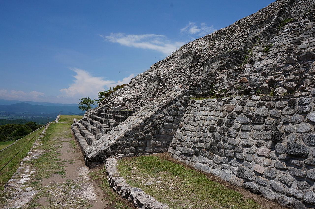шочикалько1280px-Piramide_Xochicalco..JPG