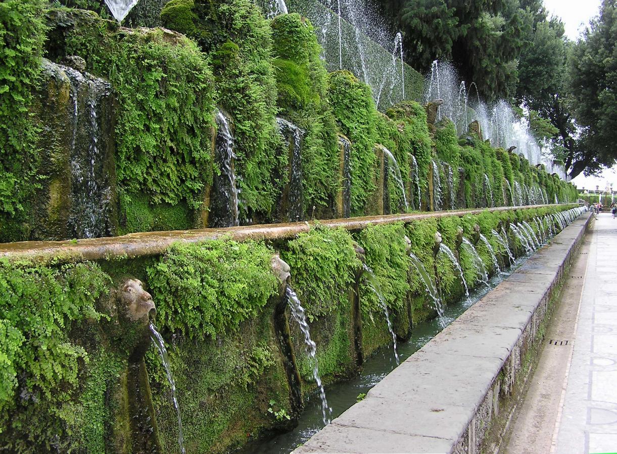 эстеOne.hundred.fountain.at.villa.d\'este.arp.jpg