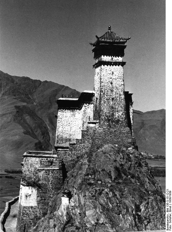 юмбулагангBundesarchiv_Bild_135-S-15-12-21,_Tibetexpedition,_Kloster,_Yumbu_Lagang.jpg