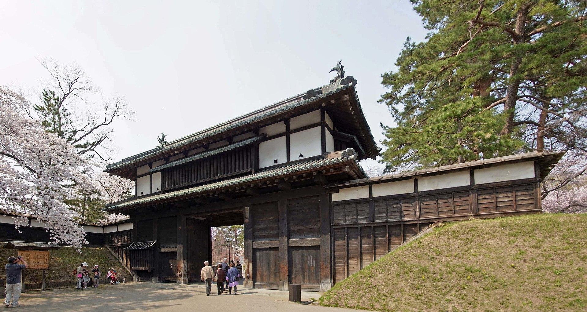 弘前城_ 1920px-Hirosaki_castle_,_弘前城_-_panoramio_(3).jpg