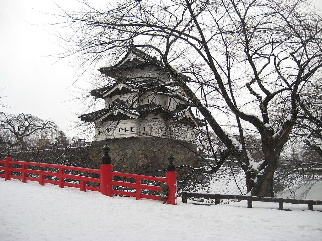 弘前城_1024px-Hirosaki-castle-winter.JPG