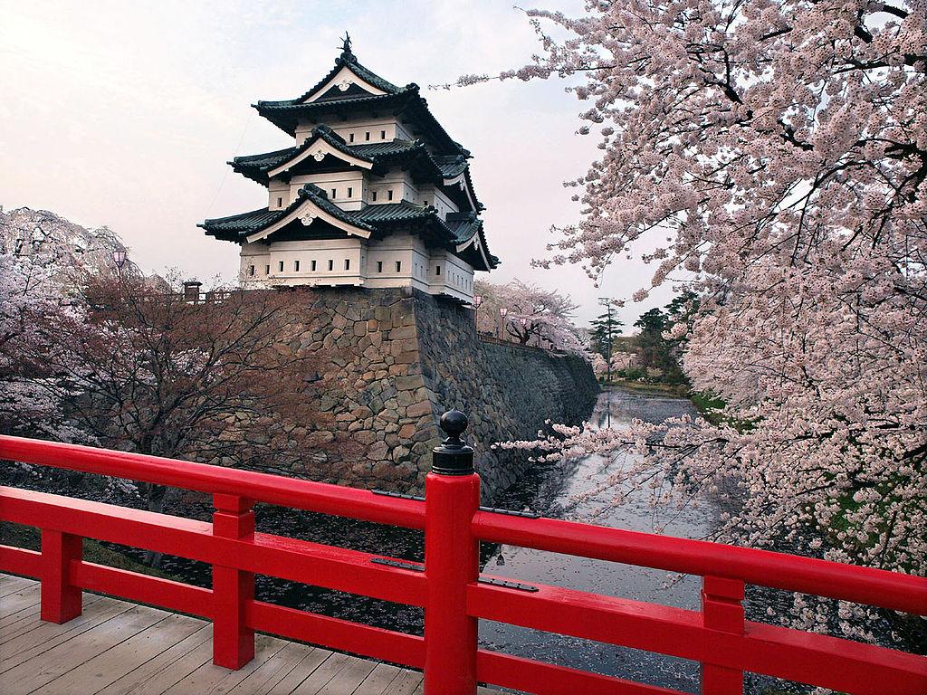 弘前城_1024px-Hirosaki_castle.jpg